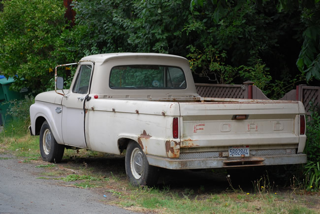 Image of 1960s classic Ford F100 in junker condition, but it still runs.