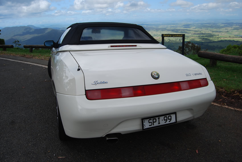 Image of rear and trunk of the Alfa Romeo 916 Spider at Rotary Lookout, Tamborine Mountain, Qld