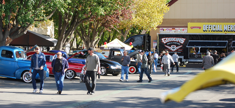 Image of spectators and custom cars at Good Guys Fuelcurve.com 2017 Autumn Get Together in Alameda Fairgrounds, Pleasanton