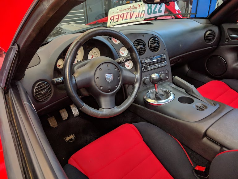 Interior and driving position of Dodge Viper 2004 V10