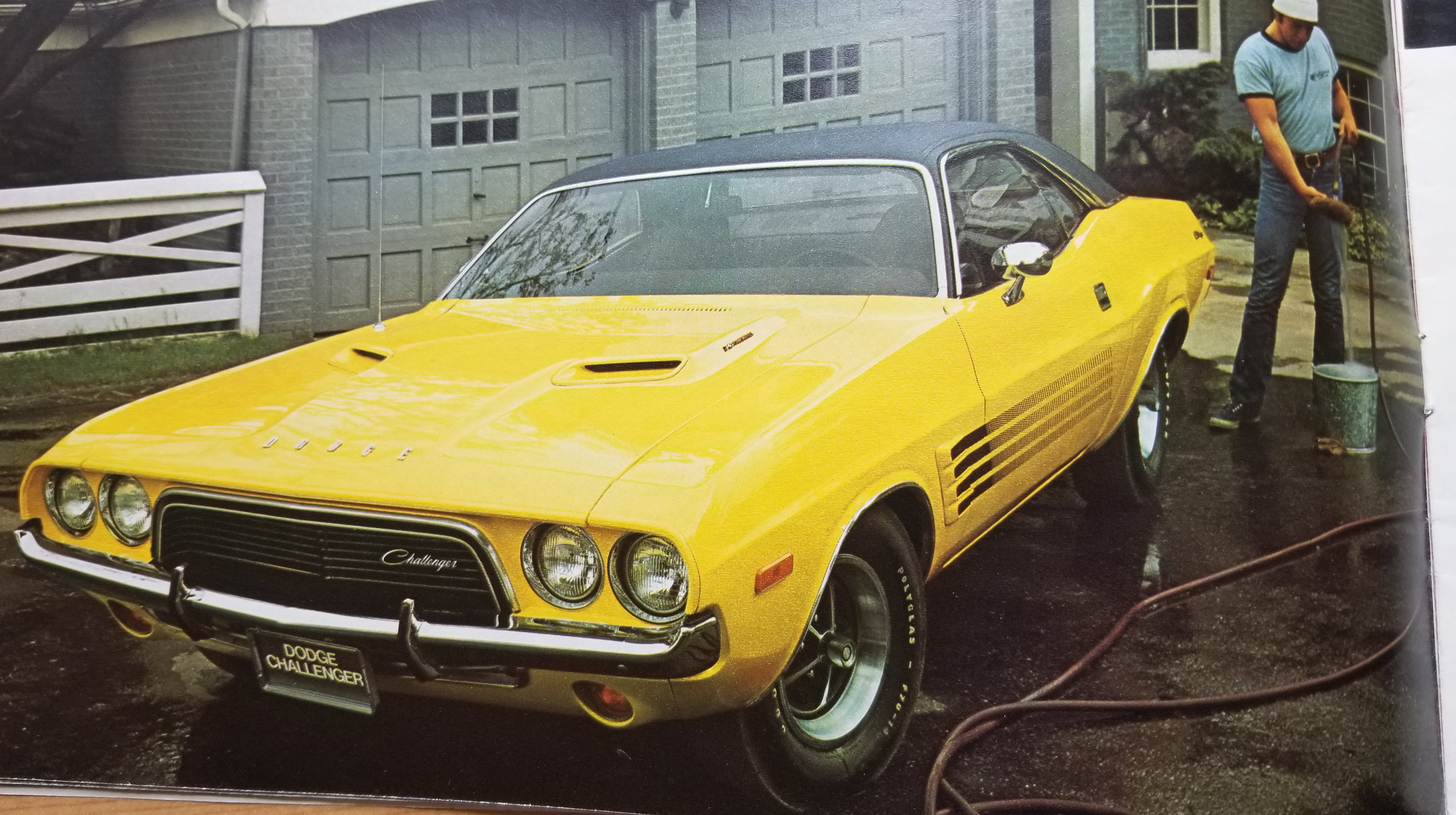 1972 Dodge Challenger Rallye in bright yellow
